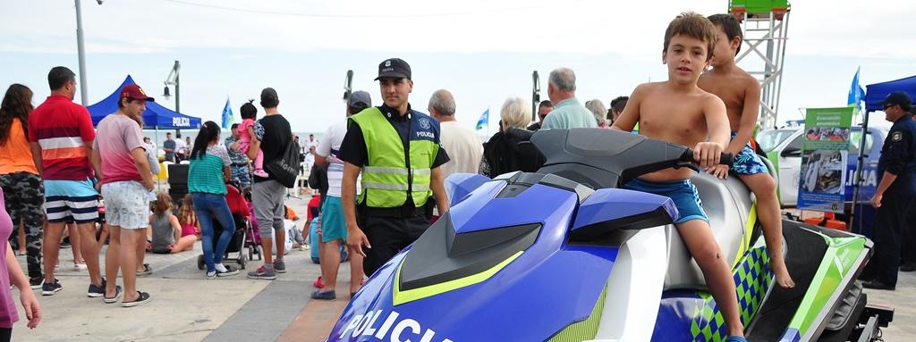Monte Hermoso: Exhibición de la Policía.