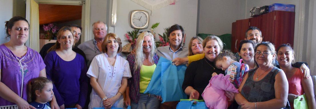 Entrega de kits escolares en Arboledas y Salazar