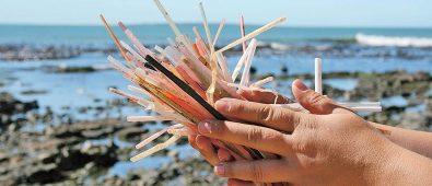 Sorbetes plásticos en la playa