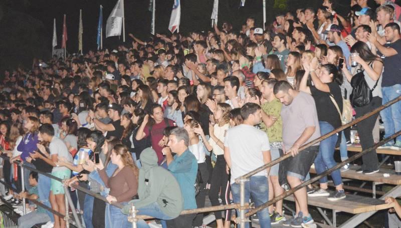 Fiestas Populares: Festival Fortinera Deroense.